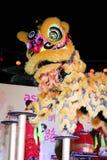 Danza de león con el tambor de China Foto de archivo libre de regalías