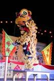 Danza de león con el tambor de China Imagen de archivo libre de regalías