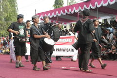 Danza de los centenares efectuada en Sukoharjo imagen de archivo