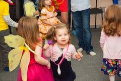 Danza de los niños en el partido del Año Nuevo Fotografía de archivo libre de regalías