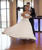 Danza de novia y del novio fotografía de archivo libre de regalías