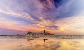 Danza de nubes en colores de la puesta del sol Fotos de archivo libres de regalías