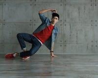 Danza de rotura adolescente del baile del muchacho Fotografía de archivo