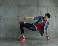 Danza de rotura adolescente del baile del muchacho Imagenes de archivo