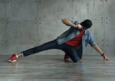 Danza de rotura adolescente del baile del muchacho Fotografía de archivo libre de regalías
