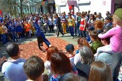 Danza de rotura en la calle de la ciudad Imagen de archivo libre de regalías