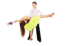 Danza de salón de baile del baile del muchacho y de la muchacha Imágenes de archivo libres de regalías