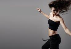 Danza de un breunette joven y hermoso Foto de archivo libre de regalías