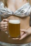 Danza de un estómago de la cerveza. Imagen de archivo