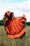 Danza de una muchacha gitana Fotos de archivo libres de regalías