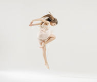 Danza del arte realizada por el bailarín de ballet imagenes de archivo