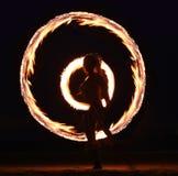 Danza del fuego en la playa en la noche Imágenes de archivo libres de regalías