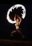 Danza del fuego en la playa en la noche Fotografía de archivo