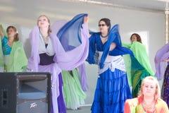 Danza del vientre de las mujeres fotografía de archivo libre de regalías