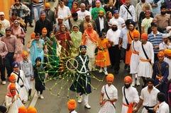 Danza durante la procesión de Baisakhi foto de archivo