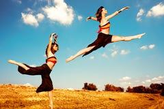 Danza en campo fotografía de archivo
