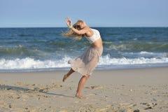 Danza en la playa Imágenes de archivo libres de regalías