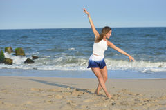 Danza en la playa Foto de archivo