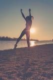 Danza en la playa Imagenes de archivo