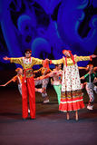 Danza en los zancos en el concierto Imágenes de archivo libres de regalías