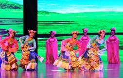  danza-grande agradable del show†de los escenarios de la escala del tibetano el  del legend†del camino Fotos de archivo libres de regalías