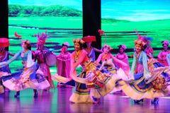  danza-grande agradable del show†de los escenarios de la escala del tibetano el  del legend†del camino Foto de archivo