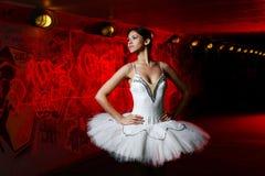 Danza hermosa del ballet del baile de la bailarina Imagen de archivo libre de regalías
