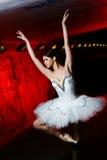 Danza hermosa del ballet del baile de la bailarina Fotografía de archivo