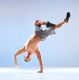Danza moderna del hombre joven Fotos de archivo libres de regalías