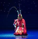 Danza popolare bella di Re-cinese della scimmia Immagini Stock