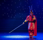 Danza popolare bella di Re-cinese della scimmia Fotografia Stock