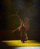 Danza popolare bella di Re-cinese della scimmia Immagini Stock Libere da Diritti