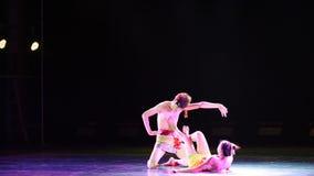 Danza popolare del cittadino del rattan- avvolta albero archivi video