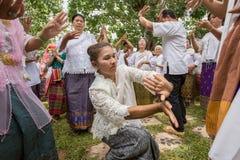 Danza popolare della gente Fotografie Stock Libere da Diritti