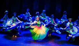 Danza popolare disalto-Yi del vestito-Axi di Yi immagine stock libera da diritti