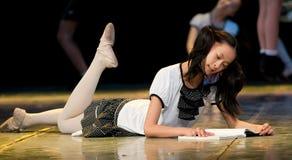 Danza popolare: lettura attenta Fotografia Stock
