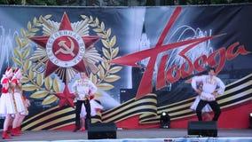 Danza popolare russa La celebrazione Victory Day On del 9 maggio video d archivio