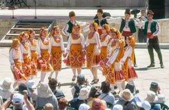 Danza popolare serba nel festival di folclore Fotografie Stock Libere da Diritti