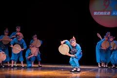 Danza popolare: signora anziana del fan della foglia del cattail Fotografie Stock