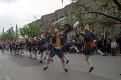 Danza popular de Kilic Kalkan Foto de archivo