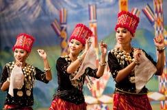 Danza popular de Myanmar Fotos de archivo