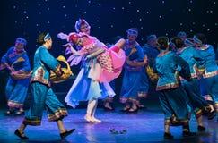 Danza popular duende-Tórtola-china del pájaro imagen de archivo