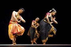 Danza popular india   Fotos de archivo