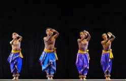 Danza popular india   Fotos de archivo libres de regalías