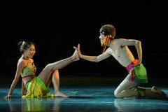 Danza popular nacional envuelta comunicación-árbol de la rota- de la mente Imagen de archivo libre de regalías