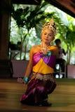 Danza tailandesa original de la señora hermosa en el escenario. Foto de archivo libre de regalías
