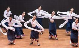 Danza tibetana de Guozhuang 29-Chinese - ensayo de la enseñanza en el nivel del departamento de la danza imagen de archivo libre de regalías