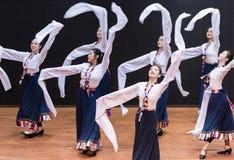 Danza tibetana de Guozhuang 21-Chinese - ensayo de la enseñanza en el nivel del departamento de la danza foto de archivo libre de regalías