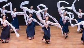 Danza tibetana de Guozhuang 22-Chinese - ensayo de la enseñanza en el nivel del departamento de la danza fotografía de archivo libre de regalías