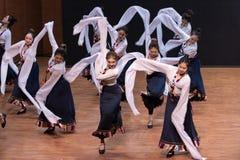 Danza tibetana de Guozhuang 17-Chinese - ensayo de la enseñanza en el nivel del departamento de la danza foto de archivo